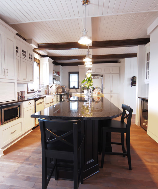 Country style kitchen kitchen montreal by club for Cuisine bcbg