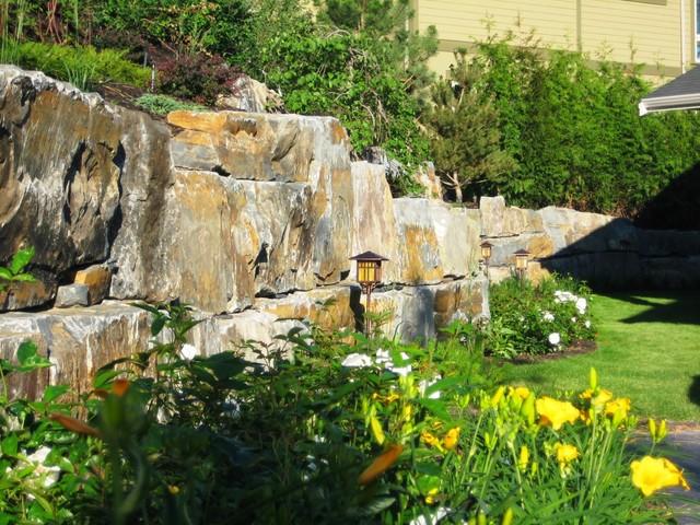 Kelowna lake house for Landscaping rocks kelowna