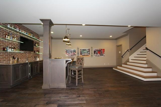 Homearama 2014 Transitional Home Bar