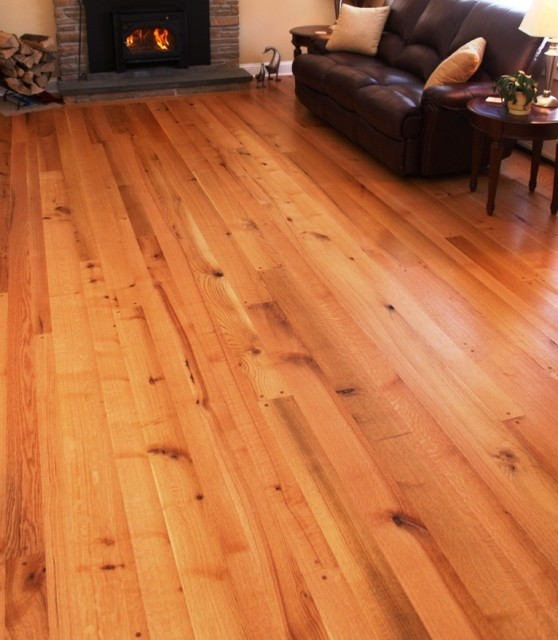 Builder grade oak rustic hardwood flooring montreal for Rustic red oak flooring