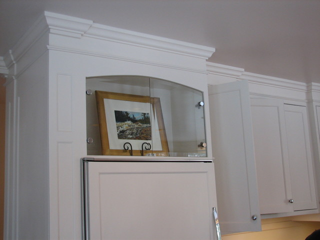 Kitchen - continuity of finishes traditional