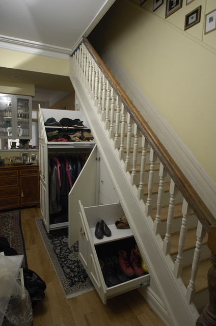 Under-stair storage traditional closet