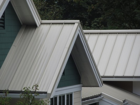 Standing seam metal roof in bellevue Craftsman roofing
