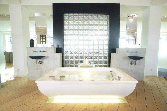 Dialogue modern-bathroom