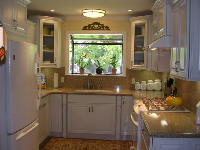 U shaped kitchen designs for small kitchens garage wall for Tiny kitchen layout ideas