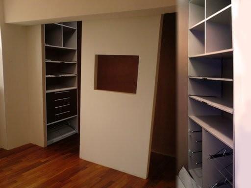 Walk-in dressing modern-closet