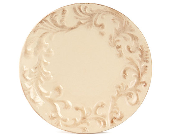 GG Collection - Four Dinner Plates - CREAM - GG CollectionFour Dinner PlatesDesigner About GG Collection:GG Collection is the brainchild of two friends Dixie Harrigan and Leigh Anne Baysinger who wanted to make accessories for those who prefer classical decor to modern influences. Together they started a movement for the revival of the classic European style beginning with Tuscan-inspired canisters and spice jars then expanding to include dinnerware and other decor. Their creative combination of metal stoneware and mouth-blown glass achieves the relaxed European-country style they were striving to create.