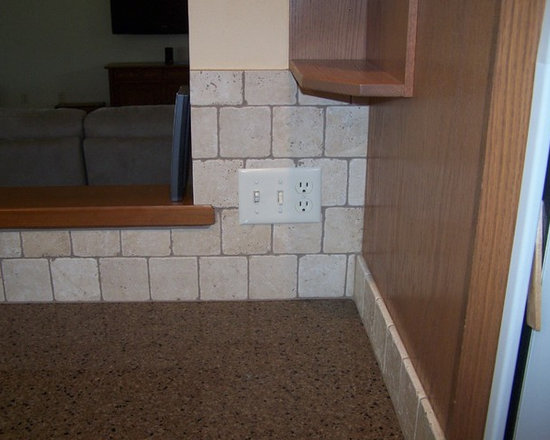 "Yoder - Hanstone ""Maple Canyon"" with tumbled Durango backsplash"