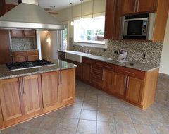 Modern Bright Kitchen modern