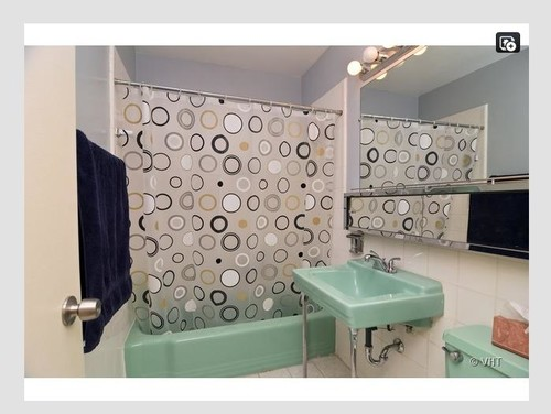Shall i trash this 60 39 s green retro bathroom for 60 s bathroom ideas