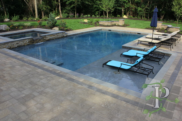 Cold spring harbor gunite pool spa traditional pool for Gunite pool design ideas