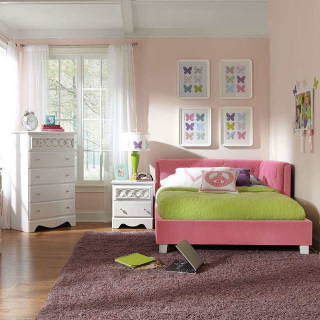 Standard Furniture My Room 3 Piece Daybed Bedroom Set in Pink