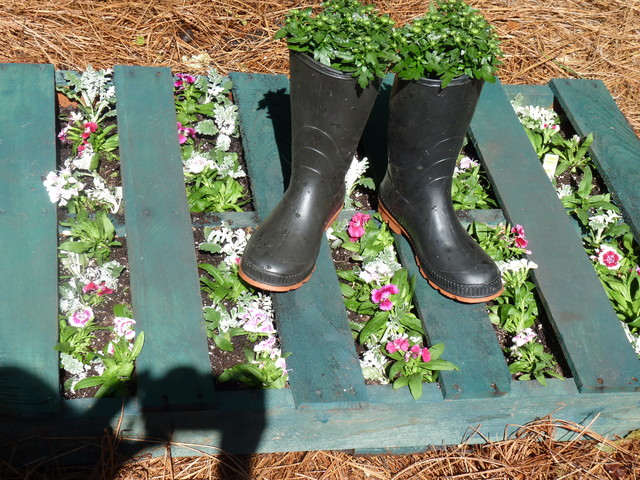 upcycle wood pallet for the garden - Mediterranean - charlotte - by ...