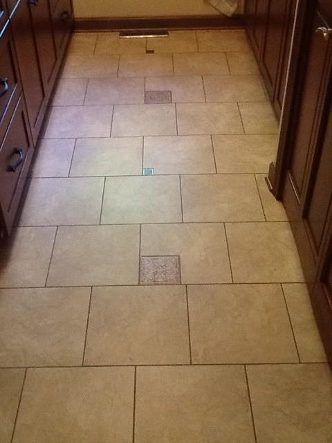 18x18 or 12x12 on the bathroom floor for Bathroom designs 12x12
