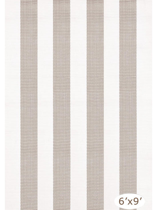 "Lakehouse Platinum/White Indoor-Outdoor Rug, 2'6"" x 8' -"
