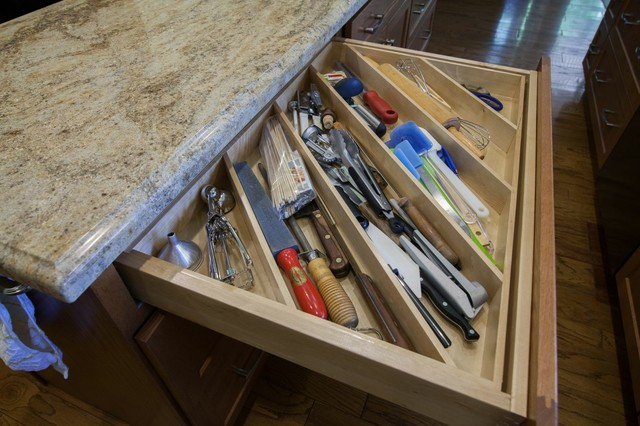 HomeCrest, Sedona, Oak, Sable traditional-kitchen-drawer-organizers