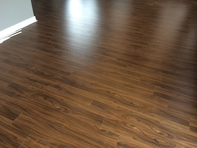 Flooring city high quality 12mm handscraped laminate for Quality laminate flooring