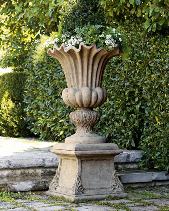 Acanthus Urn traditional patio furniture and outdoor furniture