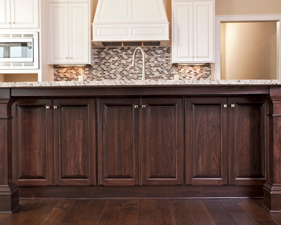 Custom Cabinets - Custom Stained Island with Painted Perimeter Kitchen