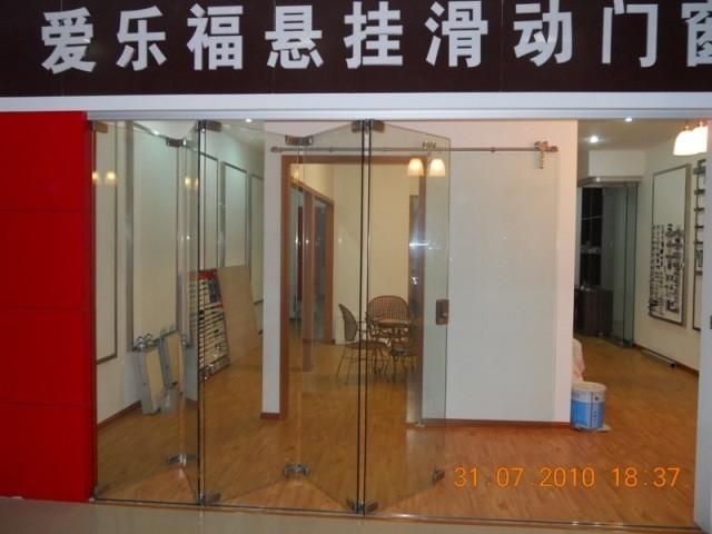 ALAFORM  Bi-Folding Door  Show Room modern-interior-doors