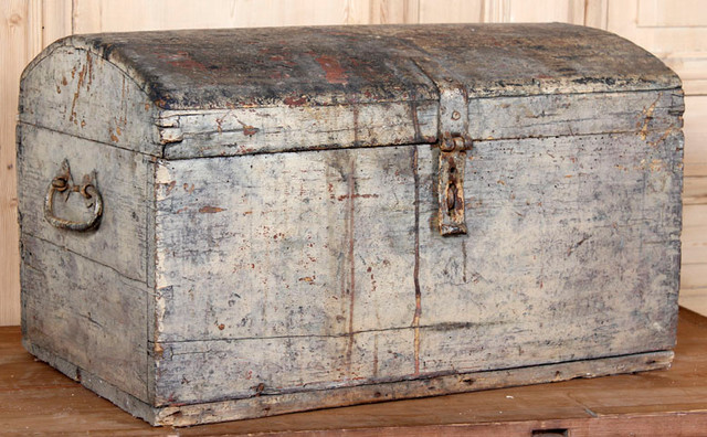 Antique Steamer Trunk eclectic-decorative-trunks