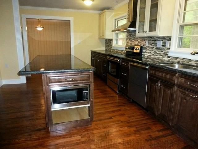 Cream Maple & Chocolate Maple Cabinet with Tan Brown Granite