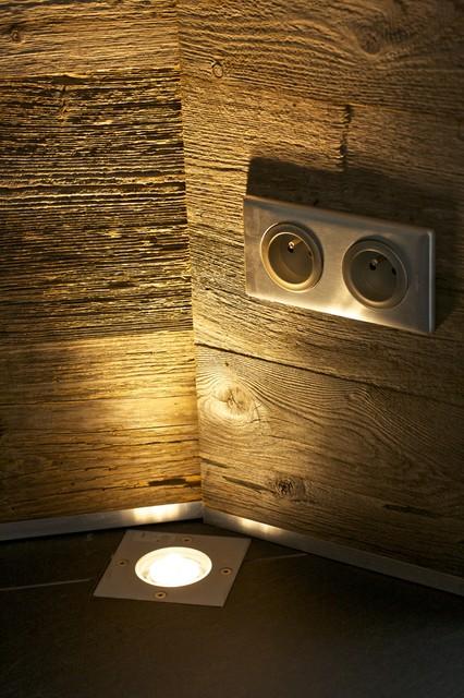 rev tement de bois brut sur le mur d 39 une v randa rustic