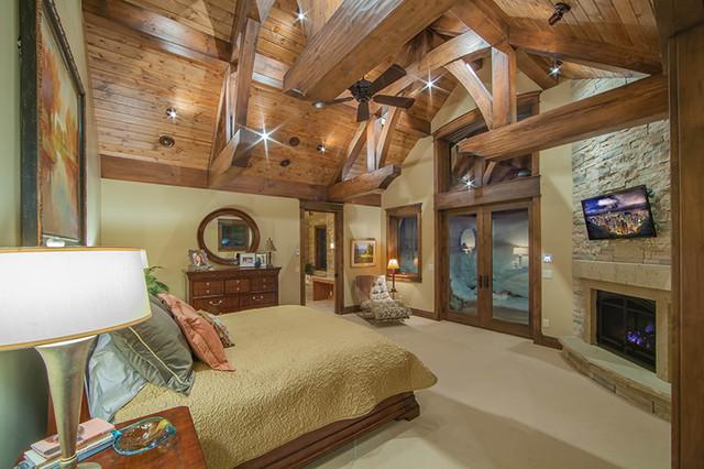 Muntean Residence traditional-bedroom