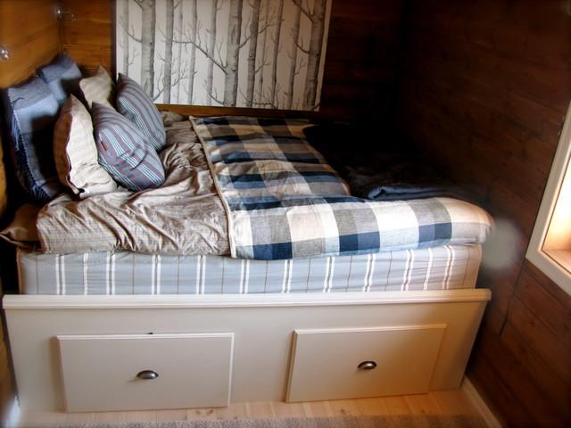 Cabin eclectic-bedroom