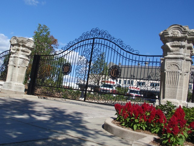 Wisconsin Club gate traditional-home-fencing-and-gates