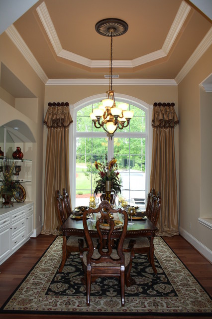 Formal dining room traditional window treatments for Formal dining room window treatments