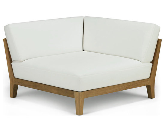 Banyan Corner Sectional - Influenced by the power and romance of the Banyan tree's epiphyte nature to spread its roots and bear fruit, Link Outdoor introduces the latest pieces that complete its Banyan Collection, design by Holly Hunt.  Comprising of Corner, Armless and Ottoman seating, all three pieces combine in any number of configurations for lounging, entertaining, or an intimate tête-à-tête.  Seen as a departure from the strong contemporary and youthful lines of recent introductions, Banyan is a deep-seated luxurious collection of plush classical outdoor furniture made for pure comfort - a collection that will transform outdoor spaces into contentment zones for living well.  © Link Outdoor