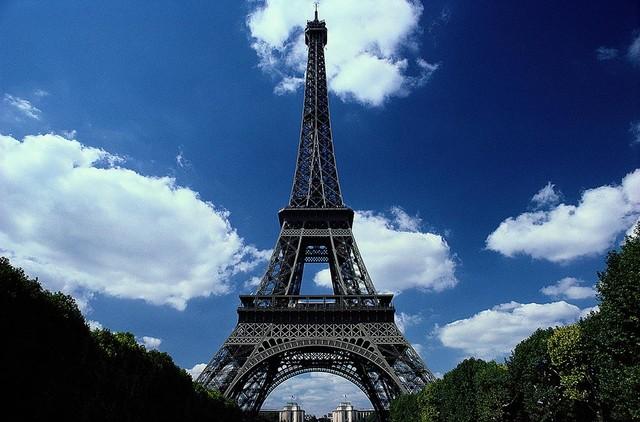 The eiffel tower paris wallpaper wall mural self for Eiffel tower mural