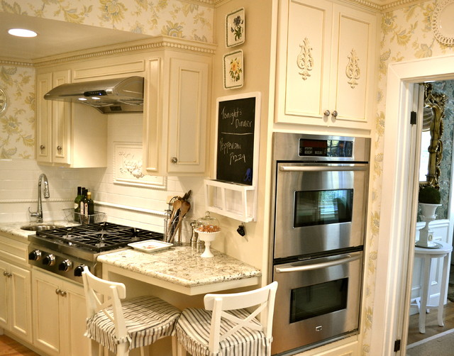 Tiny french country kitchen for Small french kitchen design