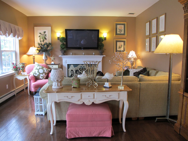 Residential traditional-family-room