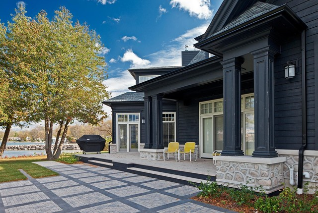 Luxurious Cottage traditional
