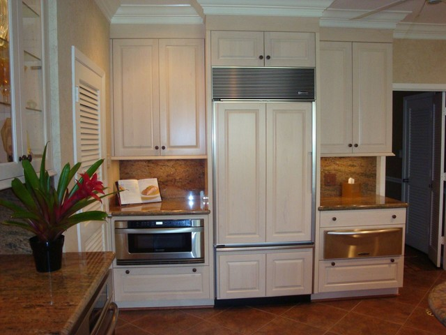 Designed by Bill Currier traditional-kitchen