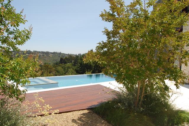 details modern-pool
