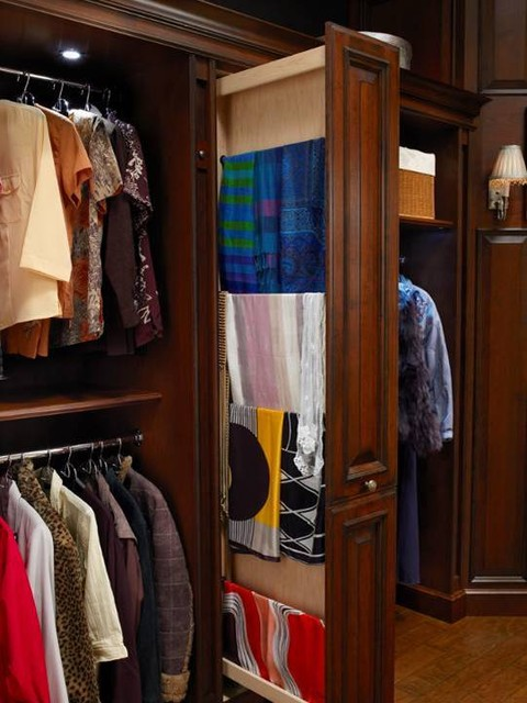 Hunt Club Valet traditional closet
