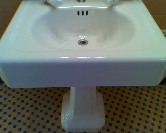Bathtub & Tile Refinishing - Pedestal sink Refinishing