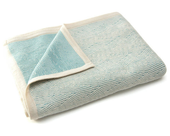 Sefte Living - Sefte Kimsa Baby Blanket - For the stylish mom on the go, we introduce our Kimsa baby blanket. Draped over the side of the crib or on the front of your stroller, this baby blanket instantly adds a bit of chic.