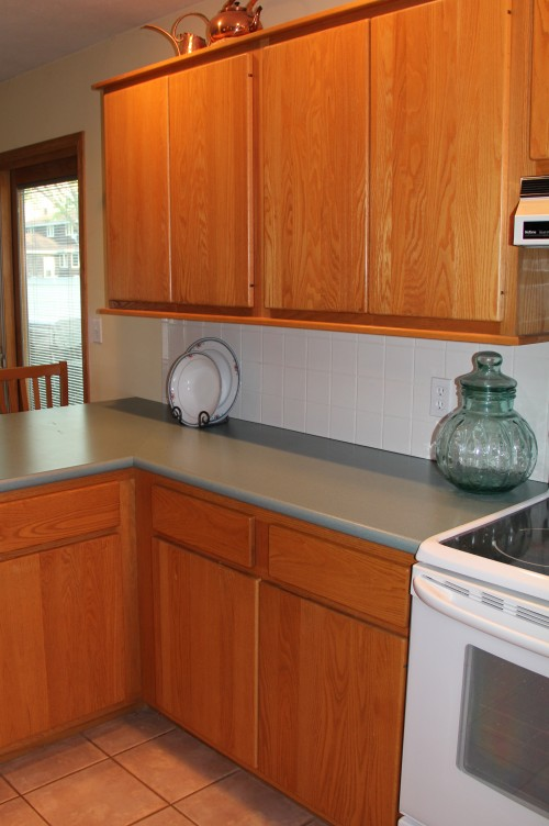 Flat Slab Oak Cabinets/ Floor and counter top choice