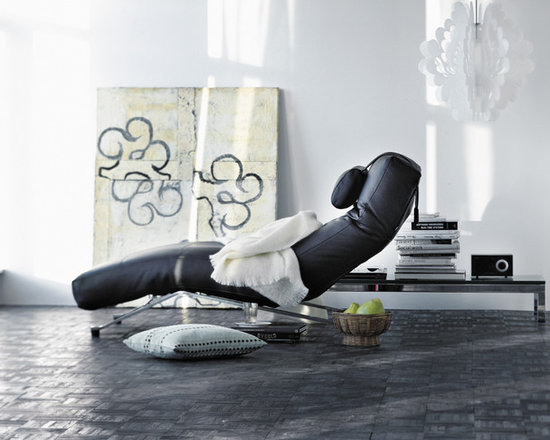 Leather Lounge - Modern chaise by Eilersen.