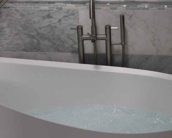 The Rosebud - T and L Rosebud Bathtub with hot air massage - HOT OFF THE PRESS!