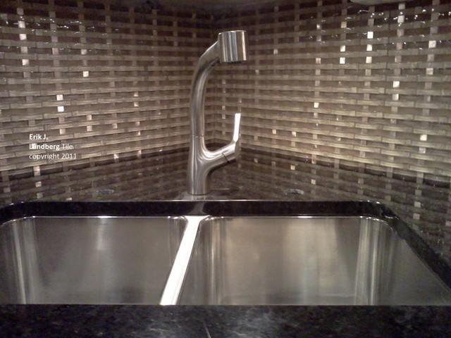 groutless glass metal basketweave backsplash kitchen