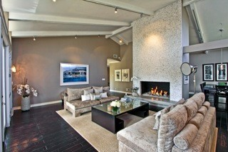 Teakwood contemporary-living-room