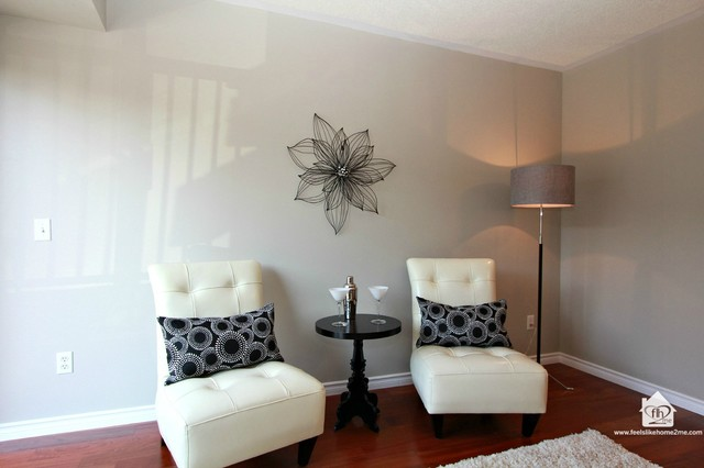 Vacant Condo SOLD $52,000 over list! contemporary