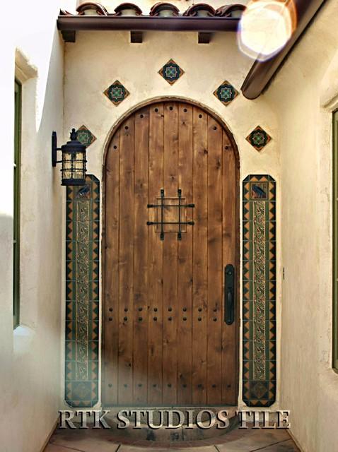"Entry with ""Eucalyptus"", ""Zigguraut"" and ""Crow"" deco tiles mediterranean-entry"