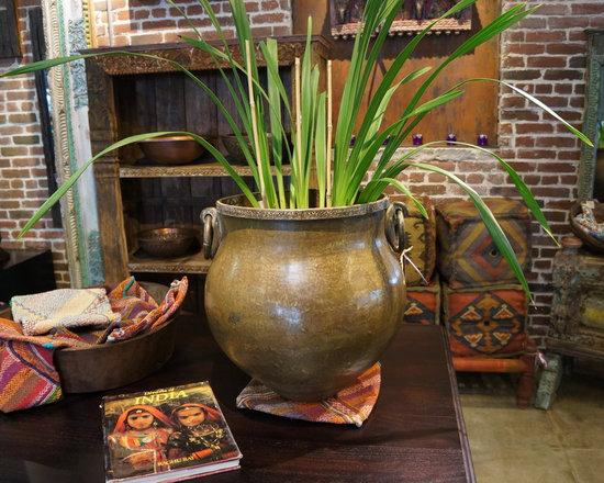 Antiques pots and planters - Antique Brass planter
