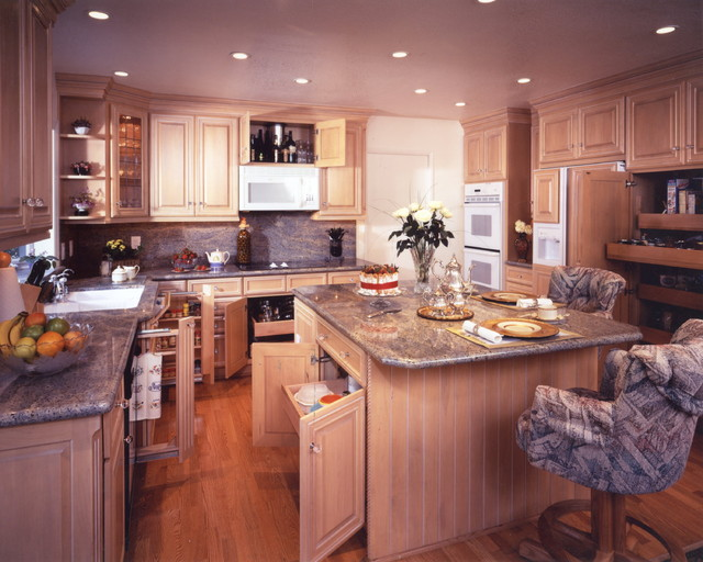 Edwardian Styled Kitchens in Huntington Beach traditional